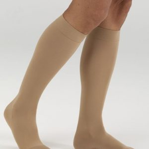 Mediven Comfort line image. A leg model with a pair of beige, knee-high compression socks.