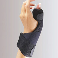 FLA C3 Deluxe Thumb Splint brace. A model wears the brace, which is wrapped around the wrist and the thumb, bridged by a reinforced mid-section. There is an adjustable strap around the thumb and another around the wrist.